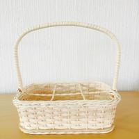 手編みの籐のカゴ