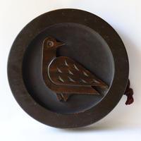 鳩の浮き彫り壁飾り/Pigeon Wall Ornament