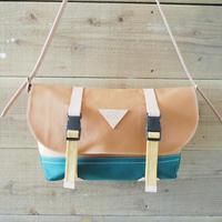 帆布メッセンジャーバッグ(キャメル×ダークグリーン×マスタード)