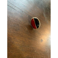 赤と黒の卵型イヤリング(片耳)