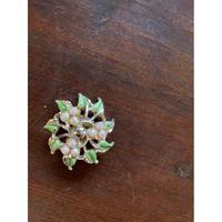 葉のモチーフが可愛らしいイヤリング(片耳)