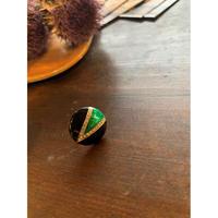 グリーンの丸いイヤリング(片耳)