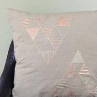 刺繍クッションカバー 三角