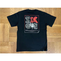 XLARGE S/STEE XLARGE×123KLAN STICKER(BLACK)