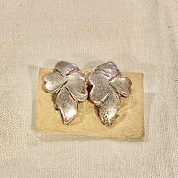 シルバーイヤリング 植物モチーフ