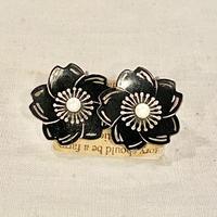 シルバーイヤリング お花モチーフ 黒