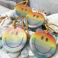 Smile wood charm (rainbow)by puka場Art