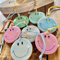 Smile wood by puka場art