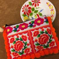 ポンポン刺繍ポーチ ホワイト×オレンジ エスニック ボヘミアン boho  hippie モン族