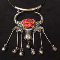 ミャオ族 ネックレス アンティーク刺繍布 牛 花刺繍 シルバー