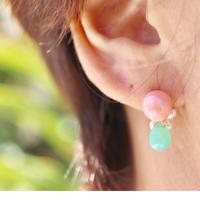 K18YG Colors 深海珊瑚チャーム付きピアス(片耳用)