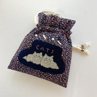 emiumigumi 猫と粉雪きんちゃくバッグ