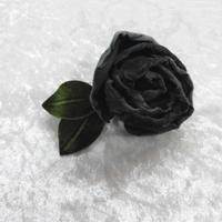 ベルベッドグリーンの薔薇のコサージュ・822K/D-due/Fサイズ