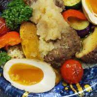 夏野菜たっぷりハンバーグ丼  6/17【はちぼし】