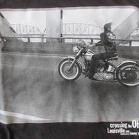 DANNY LYON Crossing the Ohio フォト Tシャツ M ブラック ダニー ライアンThe Bikeridersバイク 写真家 写真集ART美術館 芸術【deg】