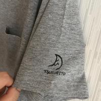 ポケット付きシンプルな月ロゴTシャツ