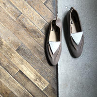 【U-713-1701】TRIANGLE SLIPON ( SHRINK OAK / LONG HAIR WHITE )