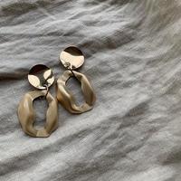 gold metal vintage  oval  pierce・earring