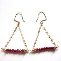 【UE053】 Ruby Triangle Earring 14KGF(ルビー トライアングル ピアス)