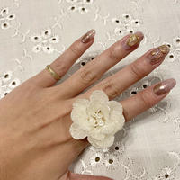 big white flower ring