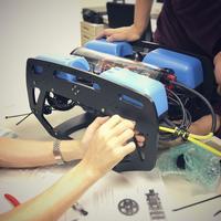 【組み立てキット】BlueROV2 外部ライト4個搭載・200Mテザーケーブル付属モデル スターティングセット(専用充電器付)