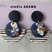 studio ARAMA  ハーフボーダー×アートサークル  イヤリング