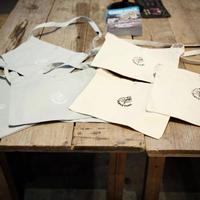 Purveyors, サコッシュ, Purveyorsロゴ