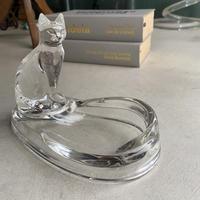 Cat Dish(透明の猫がちょこんと座ったトレイ)