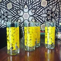 黄色花模様ガラスコップ2個セット