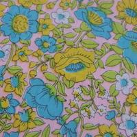 #305 70年代のレトロな花たち 薄いピンク生地