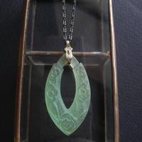 ヴィンテージ Flower/Leaf Lucite Pendant(淡ペリドット)