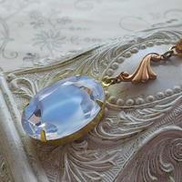 ヴィンテージ Baby-Blue・Givre(25×18ミリ)Featherエレガントネックレス