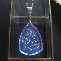 ヴィンテージ flower/light-Sapphire Triangle ネックレス