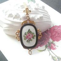アンティーク Guillocheエナメル ホワイト/薔薇 クラシカルロングネックレス