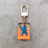 magma - Limited Keyring 'SPY' / Neon Orange × Blue