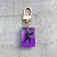 magma - Keyring 'SPY' / Black × Purple