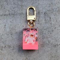 magma - Keyring 'SPY' / White × Neon Pink