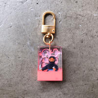 magma - Keyring 'SPY' / Black × Pink