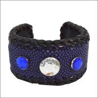 エイ革 バングル ラインストーンスタッズ BLUE スティングレースキン レザーブレス 10008039
