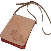 牛革ミニショルダー 子猫のカービング ポシェット 赤色 おやすみ仔猫 18071401