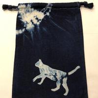 藍染め巾着「猫」型染め デザイン