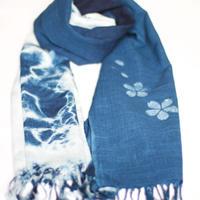 藍染め大判ストール 桜模様と絞り