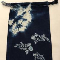 藍染め巾着「金魚」型染め デザイン