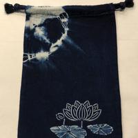 藍染め巾着「蓮」型染め デザイン