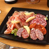 (Takeout)お肉のおつまみ4種盛り合わせ