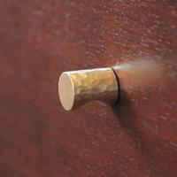 鎚目模様の真鍮ツマミ