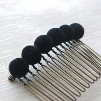 ベロア玉のヘアコーム(黒)