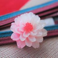 ほんのりカラーが可愛いお花の帯留(ピンク)