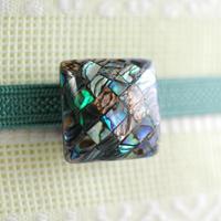 宝石のように美しいシェル細工の帯留(スクエア)