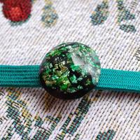 カットビジューの丸帯留め(緑)